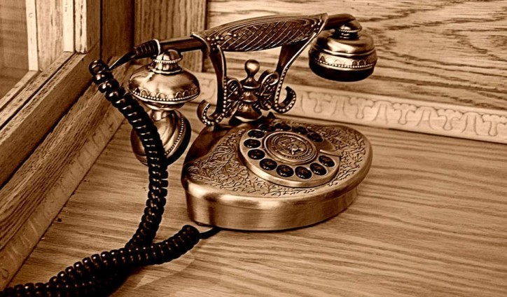 Vintage-Telephone-Gold-724x424